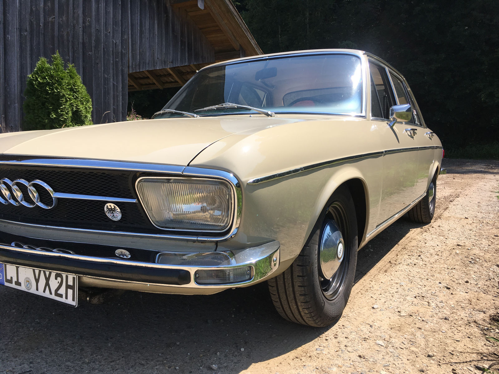 Helmut hat auch einen wunderschönen Audi 100
