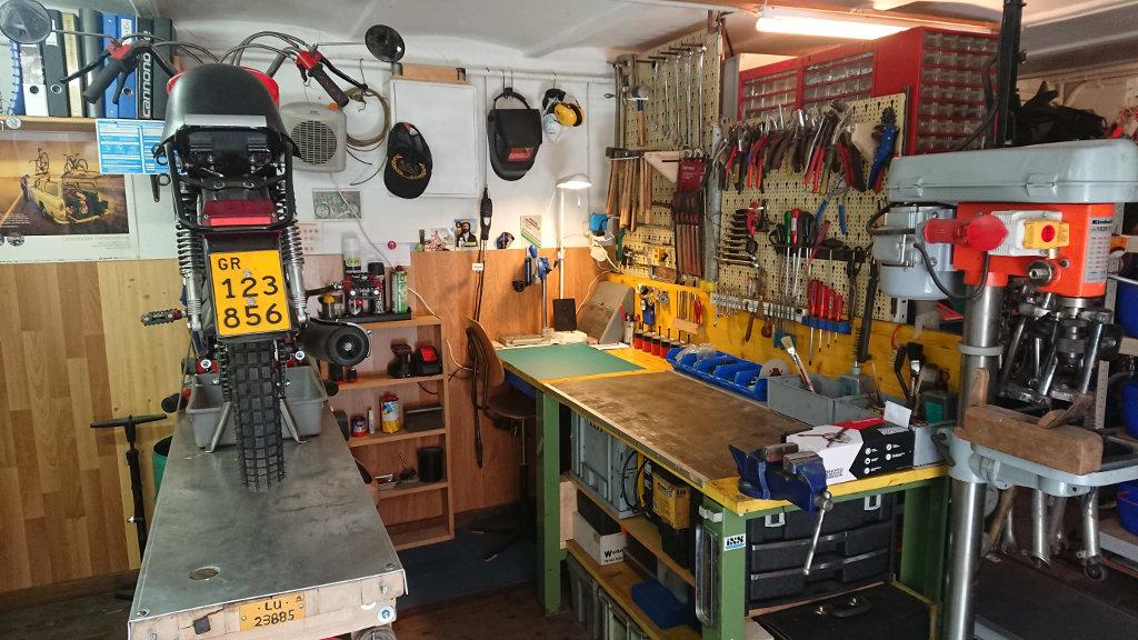 Frédéric und seine Werkstatt in der Schweiz